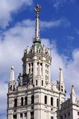 Toppen av av den höghusbyggnad på kotelnicheskaya vallen jag — 图库照片
