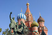 Saint Basil Cathedral and Statue of Minin and Pozharsky in Mosco — Stock Photo