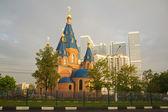 Iglesia y rascacielos 2 — Foto de Stock