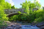 Starý kamenný most v miykovtsi vesnici — Stock fotografie