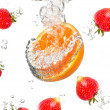 Juicy strawberry and orange under water. Healthy and tasty foods — Stock Photo