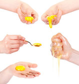 卵の白い背景で隔離の手 — ストック写真