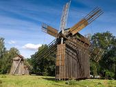 Molinos de viento en museo de pereyaslav — Foto de Stock