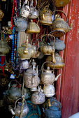 Antieke metalen theepotten — Foto de Stock