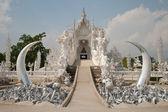 Wat rong khun, la ciudad de chiang rai, visión de tailandia desde el puente — Foto de Stock