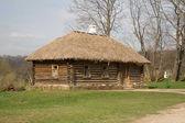 Gammalt trähus vid jasnaja poljana - tolstoj estate — Stockfoto