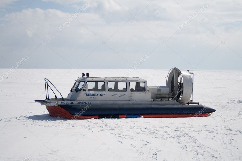 All-seasonal hovercraft — Stock Photo #11043048