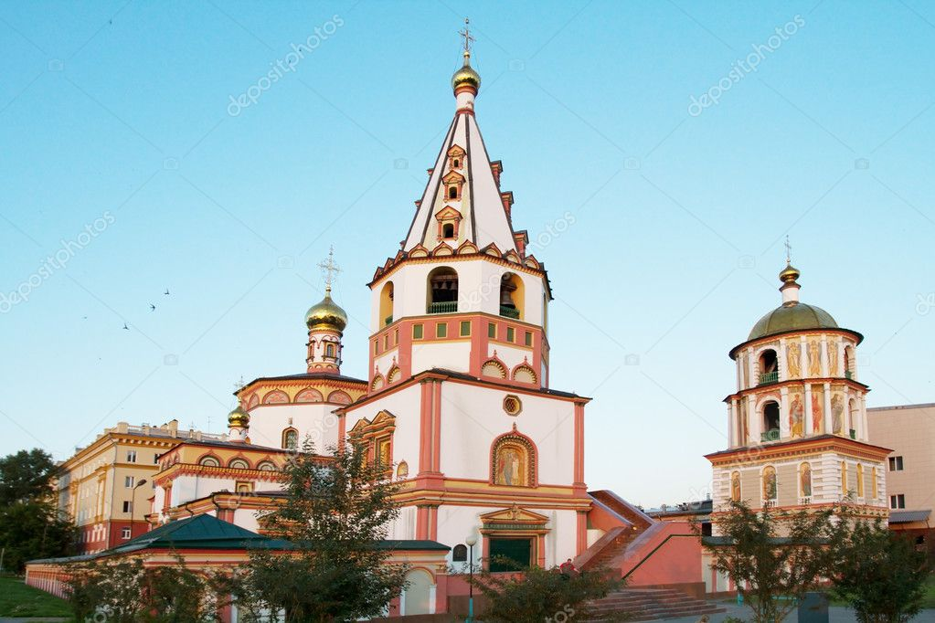Phenomenon of the Lord Cathedral (Cathedral of the Epiphany) in Irkutsk — Stock Photo #11906697