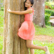 A girl embrace the tree — Stock Photo
