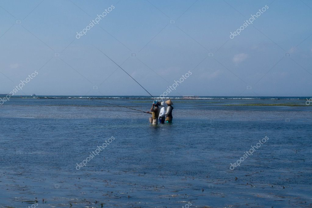 Fisermen fishing in the ocean. — Stock Photo #11873527