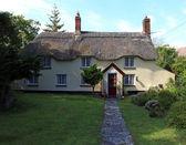 English cottage — Stock Photo