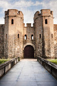 Cardiff medieval castle with bridge and blue sky — Stock Photo