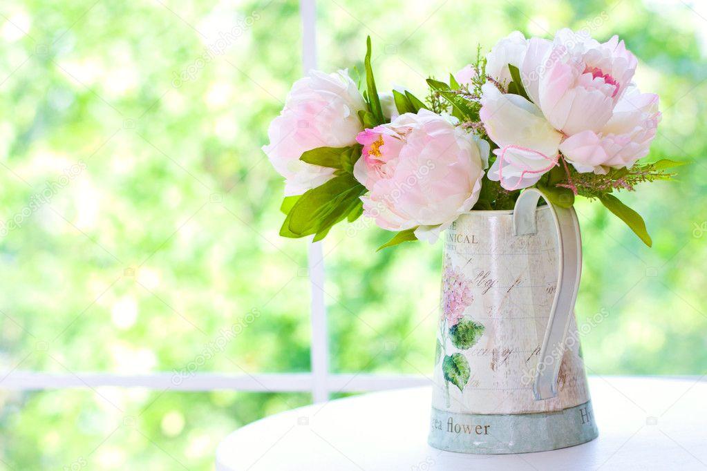 strau pfingstrosen in vase stockfoto mariavp1 11418190. Black Bedroom Furniture Sets. Home Design Ideas