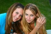 Two girls outside, best friends — Foto Stock