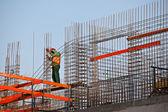Worker prepearing concrete bars — Stock Photo