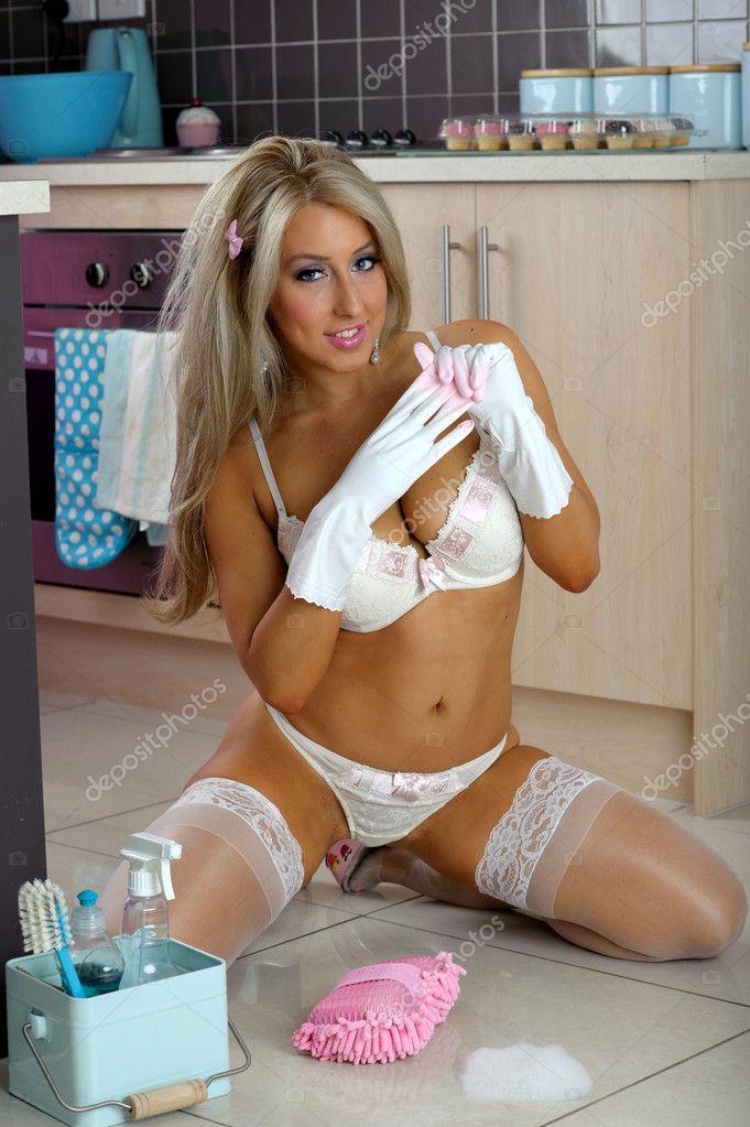 Горячие домохозяйки показывают голые киски  498958