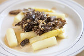 Asparagus with morels — Stock Photo