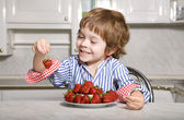 Llittle boy with strawberry — Stock Photo