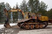 Vehículos seguidos. excavador y trelevochnik — Foto de Stock