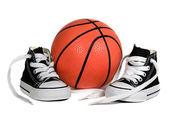 Koszykówki i trampki — Zdjęcie stockowe