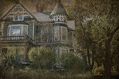 Grungy Victorian House — Stock Photo