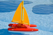 Toy sailboat in pool — Stock Photo