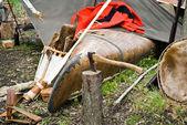 Vecchia ascia con canoa — Foto Stock