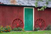 Green barn door — Stock Photo