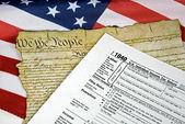 Steuerformular auf flagge — Stockfoto