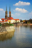 Twin towers on Ostrow Tumski in Wroclaw, Poland, Odra River — Stock Photo