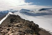 Mountain Ridge in the Svalbard Archipelago in the Arctic — Stok fotoğraf