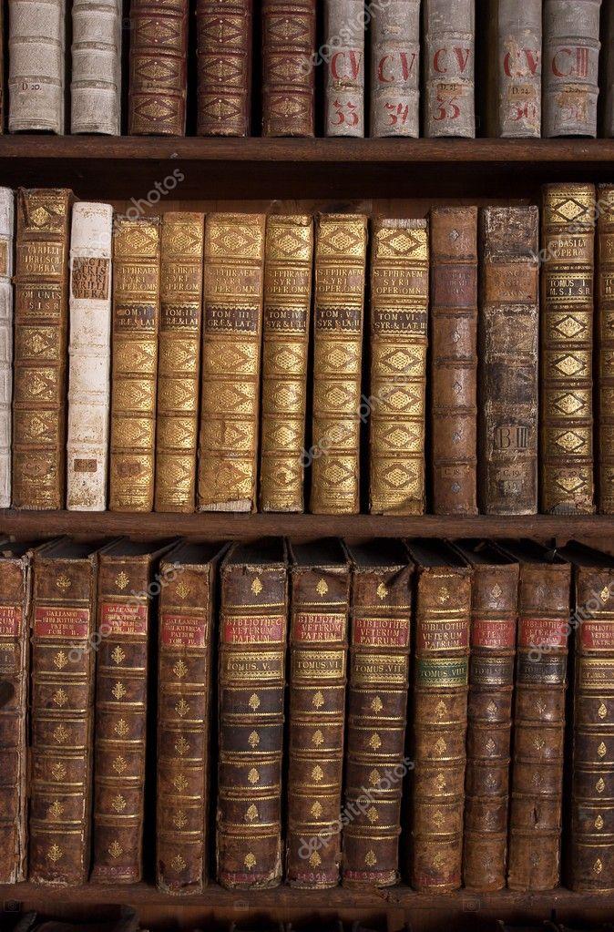 Libros antiguos en estanter a foto de stock premek - Libros antiguos valor ...