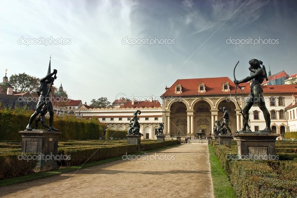 Statues et la salla terrena dans le jardin wallenstein for Le jardin wallenstein