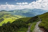 Mountain Footpath with Cloudy Skies in the Summer — Stock Photo