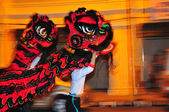Lion dance at night — Stock Photo
