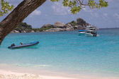 Boats on an ocean coast — Stock Photo
