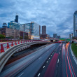 Busy city highway at twilight. — Foto de Stock