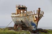 Velha traineira de pesca sendo terminada — Fotografia Stock