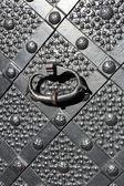 鉄の門、ノッカーとルネッサンスのクローズ アップ — ストック写真