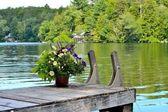 Muelle en un lago de montaña — Foto de Stock
