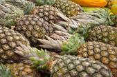 关闭的许多菠萝 — 图库照片