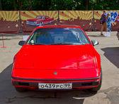 Gamla bilutställning på retrofest. Pontiac fiero — Stockfoto