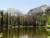 Colorado Rockies lake and mountain — Stock Photo