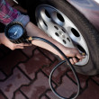 Tire pressure check — Stockfoto