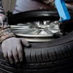 Tire change closeup — Stock Photo