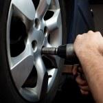 Changing wheel on car — Stock Photo
