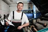 Auto mechanic checking car in service — Stock Photo