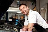 Mechanic based on car smiling — Stock Photo