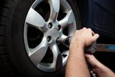 Changing wheel on car — Stock Photo