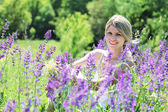 A young woman near the lilac flowers — Stock Photo